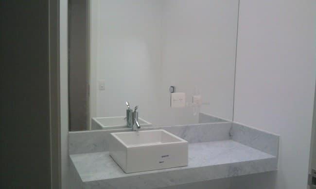 Vidraçaria Show Glass  Vidros, Espelhos e Molduras » Espelho para Banheiro -> Banheiro Pequeno Com Espelho Grande