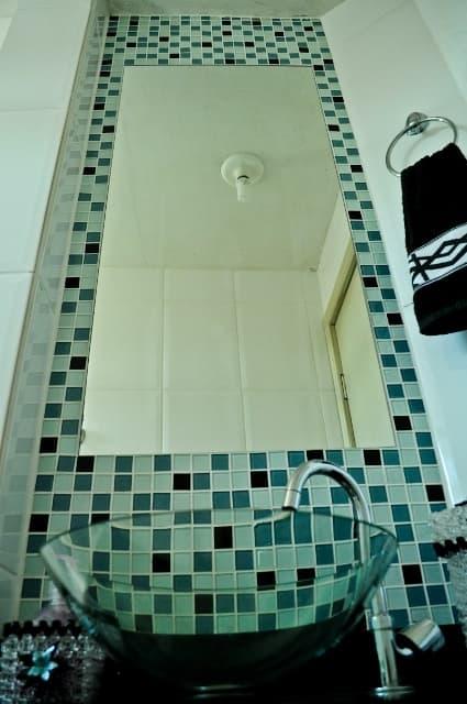 Vidraçaria Show Glass  Vidros, Espelhos e Molduras » Espelho para Banheiro -> Banheiro Com Pastilha De Vidro Transparente