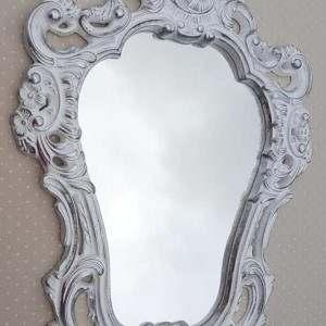 Espelho com Moldura Provençal em Resina